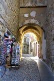 阿尔梅迪纳曲拱在科英布拉 免版税库存图片
