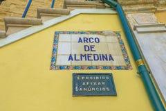 阿尔梅迪纳标志曲拱  免版税库存图片
