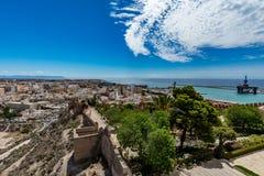 阿尔梅里雅全景都市风景有Alcazaba & x28墙壁的; Castle& x29; 库存照片