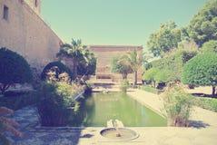 阿尔梅里雅Alcazaba庭院在一个晴天;减速火箭的样式 库存图片