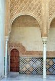 阿尔汉布拉门墙壁 免版税库存图片