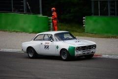 1971年阿尔法・罗密欧1750 GTAm在蒙扎 库存图片