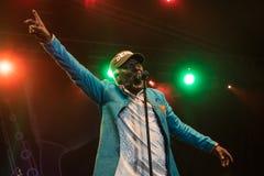 阿尔法Blondy和太阳系著名雷鬼摇摆乐歌手和歌曲作者活在Nisville爵士节, 8月11日 2017年 免版税库存照片