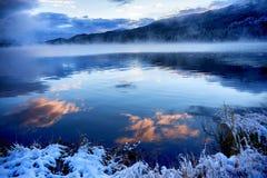 阿尔泰山的Yazevoe湖,哈萨克斯坦 免版税库存照片