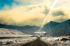 阿尔泰山脉在冬天 Chuya土坎 图库摄影