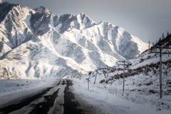 阿尔泰山,路,冬天 图库摄影