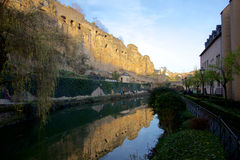阿尔泽特河谷在老镇卢森堡城市 库存图片
