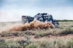 阿尔玛蒂,哈萨克斯坦- 2016年7月14日:驾驶通过干草原的卡车在SILK-WAY集会期间 免版税库存图片