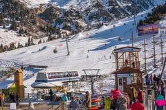 阿尔玛蒂,哈萨克斯坦2018年12月18日:Shymbulak在A附近的滑雪胜地 免版税库存照片