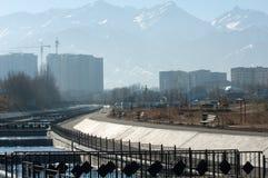 阿尔玛蒂,哈萨克斯坦 18/12/2014 建筑多层, mu 免版税图库摄影