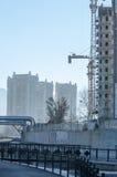 阿尔玛蒂,哈萨克斯坦 18/12/2014 建筑多层, mu 免版税库存照片