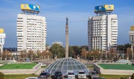 阿尔玛蒂-共和国哈萨克人的独立的正方形和纪念碑 库存照片