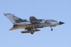 阿尔瓦萨特,西班牙- 4月11 :军用喷气式歼击机在阿尔瓦萨特空军基地, 2012年4月11日的Los Llanos (TLP)的示范时在A 图库摄影