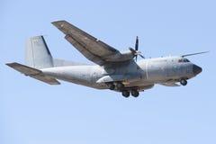 阿尔瓦萨特,西班牙- 4月11 :军用喷气式歼击机在阿尔瓦萨特空军基地, 2012年4月11日的Los Llanos (TLP)的示范时在A 免版税库存图片
