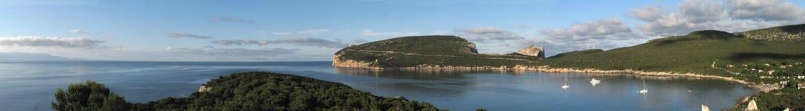 阿尔盖罗& x28; Italya& x29; 品柱卡奇亚海湾 图库摄影
