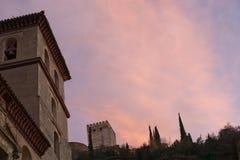 阿尔罕布拉宫在黄昏的宫殿细节 免版税库存图片