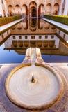 阿尔罕布拉宫庭院加州桂喷泉水池格拉纳达安大路西亚 免版税库存图片