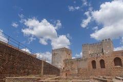 阿尔罕布拉宫的美丽的摩尔人堡垒在格拉纳达,安大路西亚 免版税库存图片