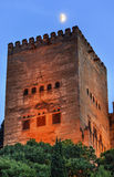 阿尔罕布拉宫从走的街道Albaicin格拉纳达Andalus的塔月亮 图库摄影