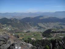 阿尔莫隆加火山谷在克萨尔特南戈,危地马拉 免版税库存照片