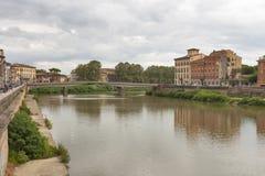 阿尔诺河和江边大厦,比萨 免版税库存图片