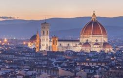 阿尔诺河和Ponte在日落,佛罗伦萨的Vecchio 免版税库存图片