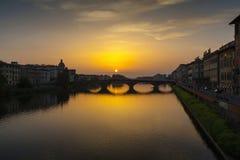 阿尔诺河和Ponte Vecchio在佛罗伦萨 免版税库存照片