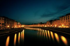 阿尔诺河,日落视图,意大利 免版税库存图片