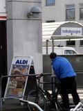 阿尔迪德国食物链开放在复活节 免版税库存照片