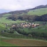 阿尔高州报告瑞士州村庄Thalheim在Schenkenbergertal 免版税库存照片