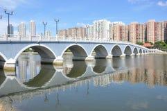 阿尔巴尼亚的货币单位在Shatin新市镇的Yuen桥梁一个晴天 免版税库存照片