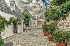 阿尔贝罗贝洛Trulli房子在普利亚在意大利 库存图片