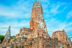 阿尤特拉利夫雷斯塔和蓝天在泰国 免版税库存照片
