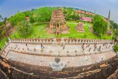 阿尤特拉利夫雷斯,泰国, 2018年2月, 08日:与走在Wat Chaiwatthanaram的未认出的人民的美好的风景 免版税库存照片