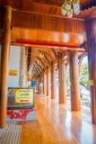 阿尤特拉利夫雷斯,泰国, 2018年2月, 08日:木泰国人和外国人的大厅或ubosot室外看法教会的 免版税库存图片
