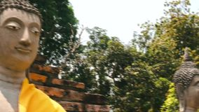 阿尤特拉利夫雷斯,泰国- 2019年4月5日:在Wat亚伊Chaimongkol寺庙的菩萨雕象 影视素材