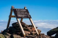 阿巴拉契亚足迹标志,Katahdin山顶,巴克斯特国家公园,缅因 免版税图库摄影