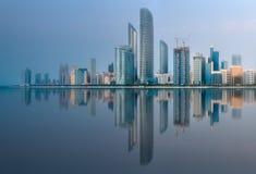 阿布扎比地平线看法在日出,阿拉伯联合酋长国的 库存照片