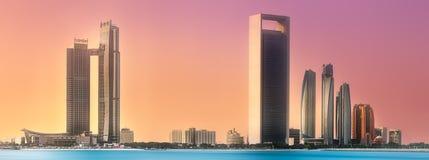 阿布扎比地平线看法在日出,阿拉伯联合酋长国的 库存图片