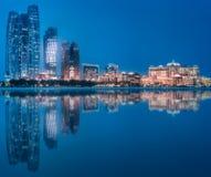 阿布扎比地平线看法在晚上时间,阿拉伯联合酋长国的 图库摄影