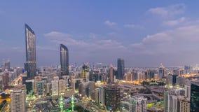 阿布扎比对夜timelapse,阿拉伯联合酋长国的地平线天现代城市建筑学  股票视频
