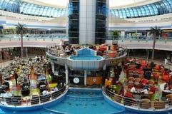阿布扎比小游艇船坞购物中心在阿拉伯联合酋长国 图库摄影