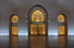 阿布扎比清真寺晚上回教族长zayed 库存图片