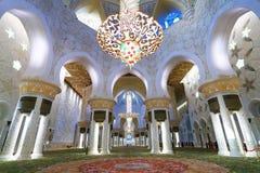 阿布扎比清真寺美好的内部  图库摄影