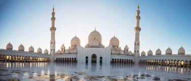 阿布扎比,阿拉伯联合酋长国, 2018年1月04日,扎耶德Grand Mosque回教族长在阿布扎比 免版税库存照片