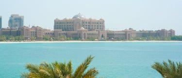 阿布扎比,阿拉伯联合酋长国, 2015年11月16日 酋长管辖区宫殿旅馆在阿布扎比 图库摄影