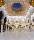 阿布扎比,阿拉伯联合酋长国, 2015年6月8日扎耶德Mosque回教族长第3个最大的清真寺在世界上 免版税库存图片
