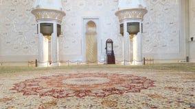 阿布扎比,阿拉伯联合酋长国- 2018年10月: 扎耶德・本・苏尔坦・阿勒纳哈扬回教族长清真寺 股票视频