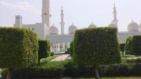 阿布扎比,阿拉伯联合酋长国- 2018年10月: 扎耶德・本・苏尔坦・阿勒纳哈扬回教族长清真寺 股票录像