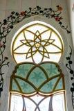 阿布扎比,阿拉伯联合酋长国- 2018年12月13日:盛大清真寺的内部阿布扎比-霍尔的 免版税库存照片